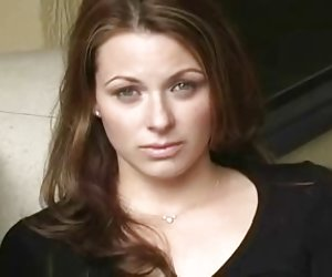 Голая Katherine A любит свою молодую попку